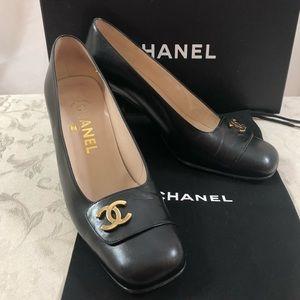 🆕 Chanel CC Medallion Pumps